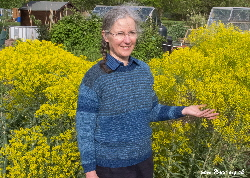 Teresinha with woad-dyed jumper & woad plants | Woad.org.uk
